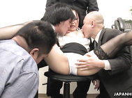 Ai Mizushima is dong a great job as an office lady.