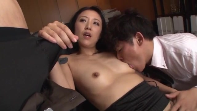 Tanihara Yuki is a lovely Asian office lady who works in the hotel.