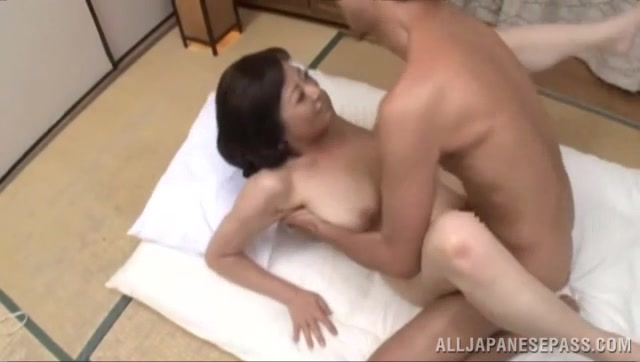 As he shoves it in, mature lady begins to scream with the intense pounding and finally guy leaves her shaved pussy with a creampie.
