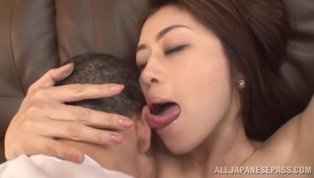 Horny Japanese housewife Maki Hokujo flirts with her horny worker, seducing the guy by exposing her steaming big boobs.