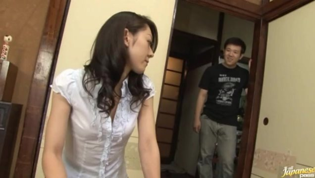 Ruri Hayami Opens Her Mouth And Pussy For Two Dicks.