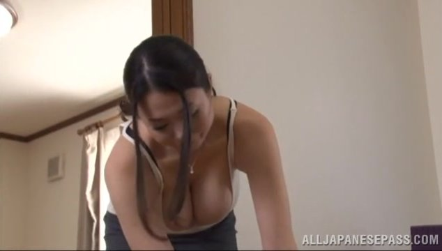 Sweet looking Japanese mature chick Nachi Kurosawa gets creampied.