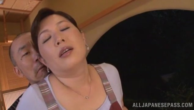 Sweet wife Reiko Shimura bends over to play nasty.