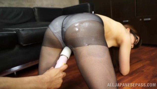 This office chick lifts up her skirt and gets him to oil up her ass through her pantyhose.
